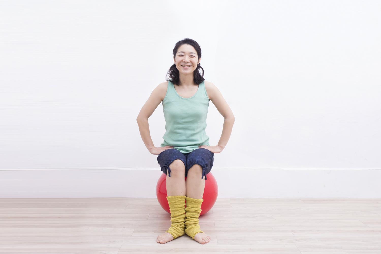 妊娠初期から産後まで応用できるバランスボールの基本の姿勢~脚~