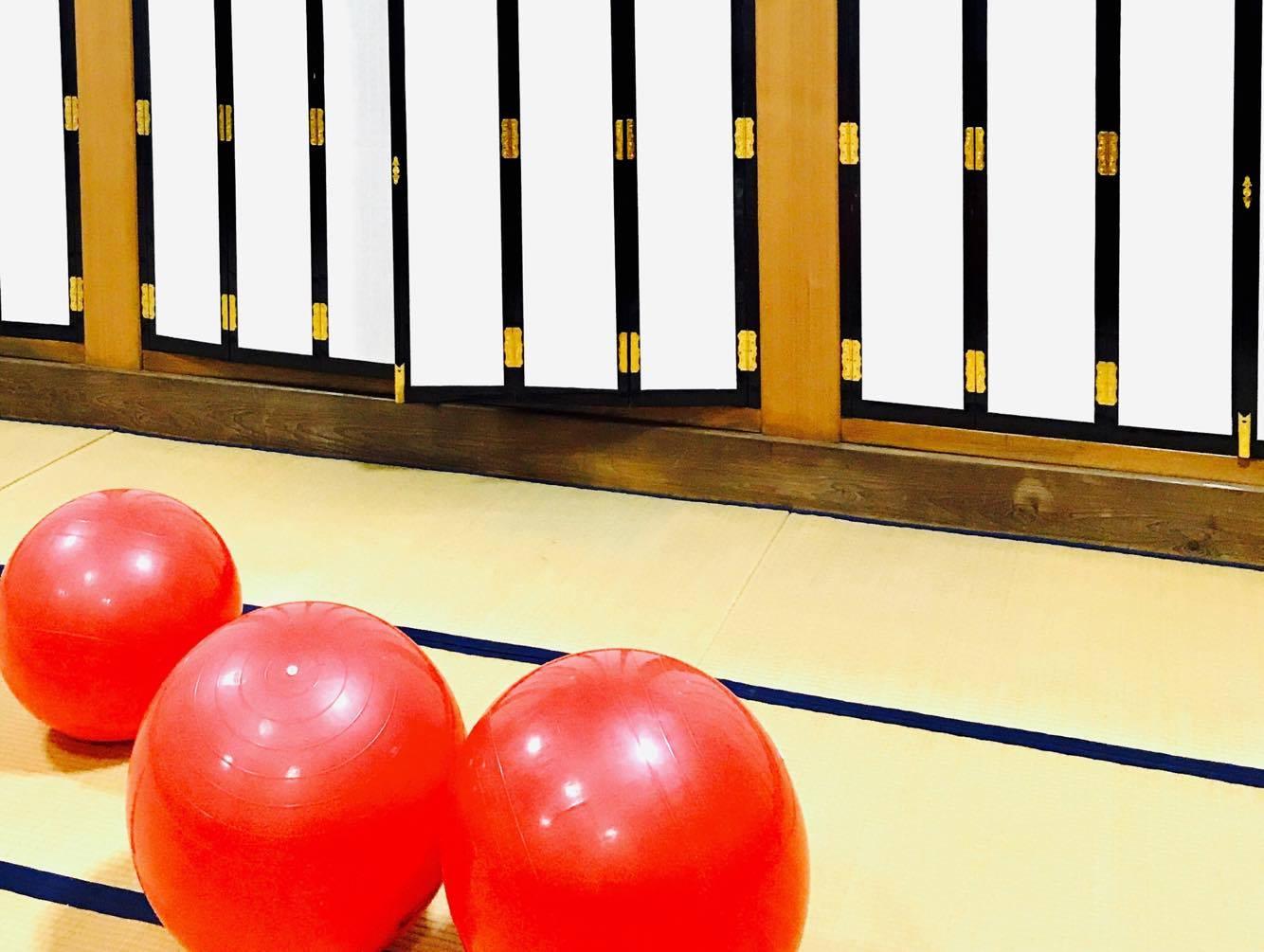お寺でバランスボールとカラダづくり